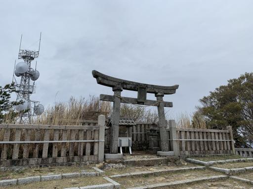 彌彦神社奥宮(御神廟)
